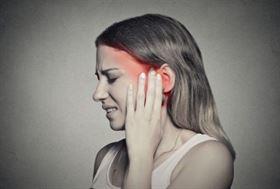 Jak objawia się zapalenie ucha środkowego i jak należy je leczyć?